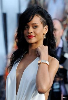 12 Edgy Celebrity Women with Shaved Hair Bored with traditional styles, celebrities have been rocking shaved hair styles. Long Hair Shaved Sides, Shaved Side Hairstyles, Undercut Hairstyles, Hairstyles With Bangs, Cool Hairstyles, Shaved Hair Women, Shaved Head, Men's Hairstyle, Medium Hairstyles