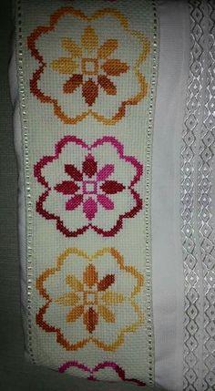 Kanavice, Etamin Mini Cross Stitch, Cross Stitch Borders, Cross Stitch Flowers, Cross Stitch Designs, Cross Stitching, Cross Stitch Patterns, Needlepoint Stitches, Linen Napkins, Diy And Crafts