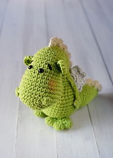 "Saint George Dragon - Free Amigurumi Crochet Pattern - English and Spanish version - PDF format, click to ""download"" here: http://www.ravelry.com/patterns/library/dragon-de-sant-jordi"