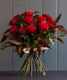 Ideas Flowers Gift Bouquet Valentines Red Roses For 2019 Rose Bouquet Valentines, Roses Valentines Day, Flowers Roses Bouquet, Red Rose Bouquet, Flower Service, Dozen Red Roses, Flower Arrangements Simple, Gift Bouquet, Same Day Flower Delivery