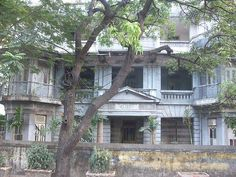 bundra bungalow - Google Search India Architecture, Colonial Architecture, Architecture Design, Bungalows For Sale, Indian Homes, Antique Photos, Incredible India, Old Houses, Mumbai