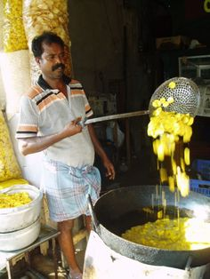 #Banan #Chips #Street #Food #India #ekPlate #ekplatebananachips Banana Chips, Street Food, Desi, Spicy, Rain, India, Snacks, Rain Fall, Goa India