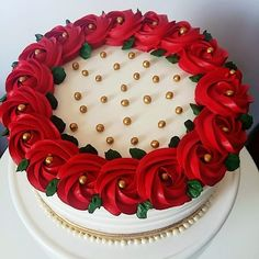 There are several means to place a finishing touch in your own cake decorating job. Employing these things allow you to liven up a plain cake. Christmas Themed Cake, Christmas Cake Designs, Christmas Cake Decorations, Christmas Snacks, Holiday Cakes, Christmas Baking, Xmas Cakes, Cake Icing, Buttercream Cake