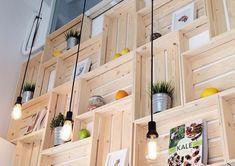A konyhabútorok néha kevésnek bizonyulnak, mert a sok konyhai eszköznek valahogy nem jut elég hely. A polcokon viszont sok minden elfér. Megmutatjuk a legpraktikusabb polcokat, amelyek remekül illeszkednek a konyhabútorhoz, mégis sok hely van rajtuk. 1. A polcok jól mutatnak a konyhában 2. Konyhaszekrény helyett polcrendszer A konyhabútor helyett polcokat[...]