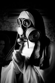 Nun & holy gaz mask by Stéphane Giner. Gas Mask Art, Masks Art, Gas Masks, Photocollage, Arte Horror, Creepy Art, Cybergoth, Apocalypse, Fantasy Art