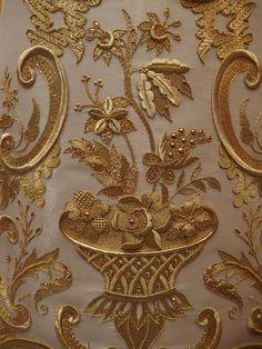 Sebastian Marchante embroidery workshop: Saya de Virgen de los Dolores, Tolox (M . Zardozi Embroidery, Chinese Embroidery, Gold Embroidery, Embroidery Stitches, Embroidery Patterns, Machine Embroidery, Indian Embroidery, Crazy Quilting, Tapestry Fabric