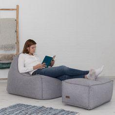 Iedereen heeft de behoefte om te luieren! De relax'n line van Xoft is ontwikkeld om de gamers, de relaxers en de chillers het perfecte middel te bieden om hun missie te voltooien. Chilly is een product uit de relax'n line. Dankzij de vulling is de zitzak erg fijn en om languit te kunnen liggen, kan de extra poef gebruikt worden om de voeten extra comfort te bieden. Chilly is verkrijgbaar in 4 prachtige kleuren.