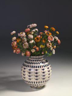 Bertozzi&Casoni. Vaso con fiori e insetti, maiolica 2008