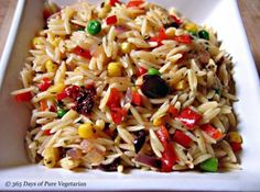 A delicious orzo pasta and bean salad recipe. This salad is vegetarian, healthy and filling. Orzo Pasta Recipes, Bean Salad Recipes, Salad Dishes, Pasta Dishes, Salads, Clean Eating Recipes, Healthy Eating, Healthy Recipes, Healthy Food