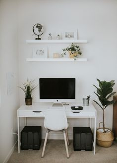 How to Create a Cozy Workspace in Your Bedroom – Best of Living in Color – einrichtungsideen wohnzimmer Bedroom Workspace, Room Ideas Bedroom, Home Bedroom, Bedroom Decor, White Desk Bedroom, Bedroom Office, Modern Bedroom, Girls Bedroom, Master Bedroom