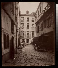 Paris was never the same, although for the better, after Haussmann's renovation. Thankfully, this celebrated photographer took the liberty of documenting the city's vanishing streets with his camera… House Photography, Vintage Photography, Amazing Photography, Black And White Portraits, Black And White Photography, Old Pictures, Old Photos, Eastman House, Eugene Atget