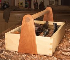 Dovetailed Tool Box - The Woodworker's Shop - American Woodworker Woodworking Courses, Woodworking Saws, Woodworking School, Woodworking Magazine, Popular Woodworking, Woodworking Projects, Carpentry, Wood Tool Box, Wooden Tool Boxes