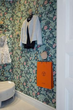 Wallpaper from Morris William Morris Tapet, William Morris Wallpaper, Morris Wallpapers, Print Wallpaper, Home Wallpaper, Pattern Wallpaper, Inspiration Wall, Interior Inspiration, Retro Tapet