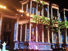2013-08-29 Los jardines de Babilonia representados en el frente escénico de Teatro Romano de Mérida...Espectacular!!!