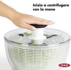 Mega promo sulla centrifuga XL asciuga insalata di OXO 🥗  La centrifuga per insalata che si usa con un semplice pulsante. Il miglior modello in commercio per efficenza e semplicità d'uso. Vieni a scoprirla nel nostro negozio. Cool Kitchen Gadgets, New Gadgets, Cool Kitchens, Kitchen Appliance Storage, Kitchen Appliances, Salad Spinner, High End Products, Kitchen Essentials, Good Grips