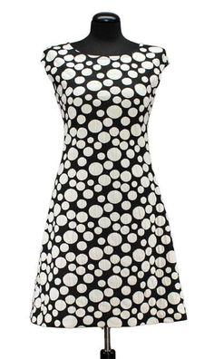 Bei Schnittquelle finden Sie Schnittmuster - wie z.B. Kleid Mare die einfach zu nähen und raffiniert zugleich sind.