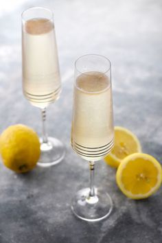 Blue Cocktails, Cocktail Drinks, Alcoholic Drinks, Breakfast Juice, Quick Recipes, Mojito, Clean Eating Snacks, Flute, Buffet