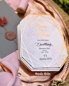 Berre & Tarkan Rose gold, gri ve pembenin naif uyumu ✨ (Detaylar için sola ka… Wedding Card Design, Wedding Cards, Wedding Events, Our Wedding, Dream Wedding, Weddings, Luxury Wedding, Gold Wedding Invitations, Wedding Invitation Wording