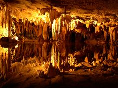 Reflecting lake in the Luray caverns in the northern Shenendoah valley.