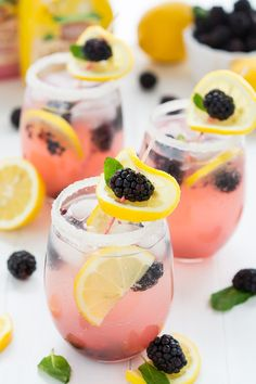 Sparkling Blackberry Lemonade #booze #lemonade #blackberry