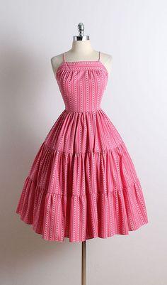 Stylish Dresses For Girls, Stylish Dress Designs, Designs For Dresses, Cute Dresses, Vintage Dresses, 50s Dresses, Girls Dresses Sewing, Funky Dresses, Homecoming Dresses