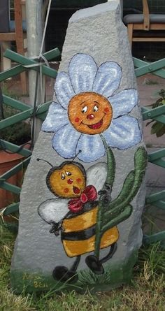 Daisy and bee painted on rock Stone Crafts, Rock Crafts, Arts And Crafts, Diy Crafts, Pebble Painting, Tole Painting, Pebble Art, Painted Pavers, Hand Painted Rocks