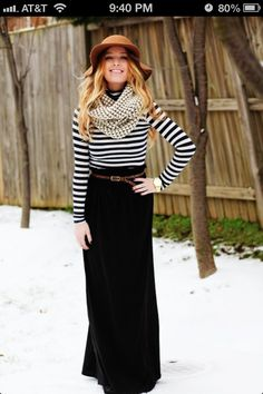 Winter maxi look. Black maxi skirt, black striped top and infinity scarf. How To Wear Belts, How To Wear Scarves, Winter Maxi, Autumn Winter Fashion, Fall Winter, Winter Ideas, Winter Style, Casual Winter, Winter Chic