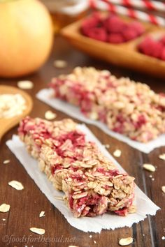 An easy recipe for healthy Chewy Raspberry Apple Granola Bars! Only 100 calories & clean-eating friendly!