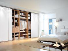 Das inova Schiebetür-System focus mit weißem Glas. Hier finden die Schiebetüren Anwendung im #Schlafzimmer für einen Kleiderschrank mit Deckenhohen Türen für maximalen Stauraum   #Schiebetueren   Mehr zum Thema Kleiderschrank gibt es in unserem Blog: http://www.inova-wohnen.com/schiebetueren-statt-schranktueren-beim-kleiderschrank/