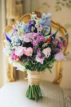 Du feierst eine #Bauernhochzeit - dann passen Wildblumen als #Brautstrauss sehr gut zu Eurem Hochzeitsstil!  #Hochzeit auf dem Lande