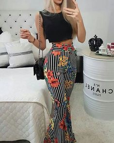 ivrose / Striped Floral Flared Pants With Crop Top Set Crop Top Elegante, Crop Top Set, Pantsuits For Women, Fashion Outfits, Womens Fashion, Fashion 2018, Modest Fashion, 90s Fashion, Street Fashion