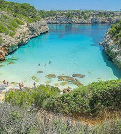 Praia Calo de Moro,  Espanha.