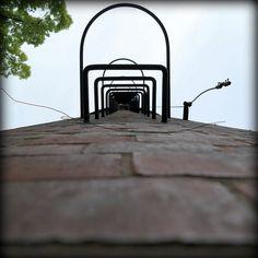Kampus Główny - komin #warsawuniversityoftechnology #warszawa #politechnika #politechnikawarszawska #pw #studia Big Chimney at the Main Campus of the Warsaw University of Technology #chimney #maincampus #studyinwarsaw