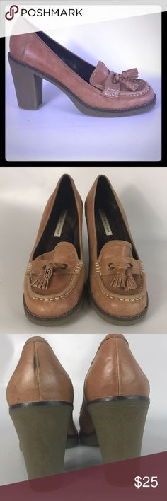 🎅🏽SALE Tommy Hilfiger lady shoes size 8.5 M Condition 8/10, normal amount of scuffs around both shoes from normal wear. Brown color, very comfy, heel height 3.5', genuine leather ,very cute shoes, you must have. If you have any questions or you want to request more pictures, don't hesitate to ask me. Thank you 🙏🏼 Tommy Hilfiger Shoes Heels