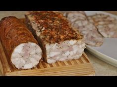 How to make country sausage - a simple recipe for homemade white and smoked sausage part 1 Homemade Sausage Recipes, Chicken Recipes, Kielbasa, Polish Recipes, Kitchen Recipes, Banana Bread, Pork, Food And Drink, Cheese