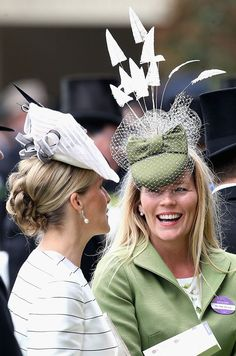 Royal Ascot 2015 in Berkshire. Sophie, Countess of Wessex and Autumn Phillips share a joke in the parade ring. Millinery Hats, Fascinator Hats, Fascinators, Headpieces, Bandana, Autumn Phillips, Eugenie Of York, Diana, Races Style