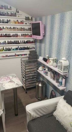 Nail salon design ideas for small spaces small space nail technician room organization and set up . nail salon design ideas for small spaces Home Beauty Salon, Home Nail Salon, Nail Salon Design, Nail Salon Decor, Beauty Salon Decor, Small Beauty Salon Ideas, Privates Nagelstudio, Nail Organization, Tech Room
