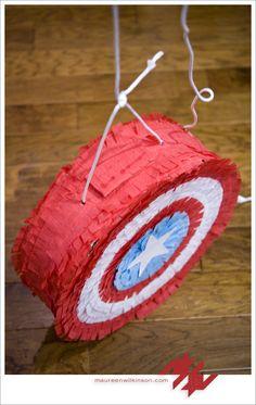 Siguiendo con la fanaticada de los Avengers, el escudo de Capitán América, puede resultar un tanto sencillo, ya que es un círculo: pinata-capitan-america3