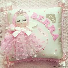 Creative Make A Pillow Or Cushion Ideas. Awe-Inspiring Make A Pillow Or Cushion Ideas. Cute Pillows, Baby Pillows, Throw Pillows, Sewing Hacks, Sewing Crafts, Sewing Projects, Felt Crafts, Diy And Crafts, Rideaux Shabby Chic