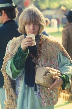 Brian Jones (a founding member of the Rolling Stones) at the Monterey Pop Festival The Rolling Stones, Brian Jones Rolling Stones, Mick Jagger Rolling Stones, Monterey Pop Festival, Vintage Hippie, Vintage 70s, Rockn Roll, Jimi Hendrix, Film Photography