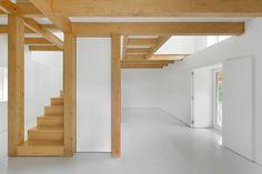Estrutura de madeira dentro de paredes de pedra / Corpo Atelier  © Ricardo Oliveira Alves
