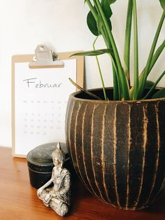 gratis MONATSKALENDER 2019 ...  von mir für DICH  GrinseStern*com Feel Good, Planter Pots, Vase, Home Decor, Learning, Nice Asses, Homemade Home Decor, Feeling Great Quotes, Interior Design