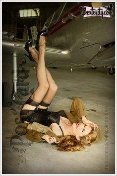 Tara Moss. WWII 40s pin-up. Photo by Bexterity: http://taramoss.com/wii-pin-up-shoot-with-bexterity/