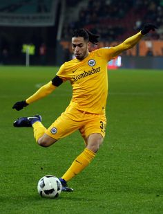 Omar Mascarell (#9) of Frankfurt in action during the Bundesliga match between FC Augsburg and Eintracht Frankfurt at WWK Arena on December 4, 2016 in Augsburg, Germany.