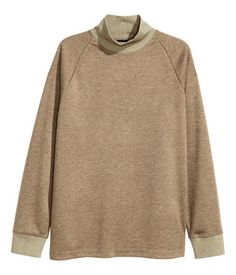 Dunkelbeige. Sweatshirt mit halbhohem Stehkragen. Das Shirt hat lange…