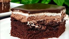 Chocolate and cream cake: a mouthwatering dessert Diet Recipes, Dessert Recipes, Desserts, Chocolates, Cream Cake, Chocolate Cake, Cookies, Baking, Sweet