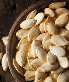 Wondering how to roast pumpkin seeds? These 6 easy recipes for baking pumpkin seeds will give you something to snack on all fall. Yummy Snacks, Healthy Snacks, Snack Recipes, Cooking Recipes, Yummy Food, Drink Recipes, Roasted Pumpkin Seeds, Roast Pumpkin, Pumpkin Recipes