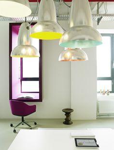 Eames Stool, Belux Leuchten und Softshell in Sonderbezugsstoff Divina Melange von Kvadrat, working at a box...