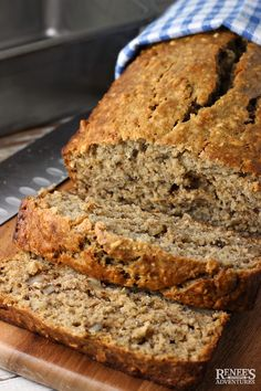 Jan Easy Banana Oatmeal Bread is a great way to use up ripe bananas in a better-for-you banana bread enhanced with the goodness of oats! Oatmeal Bread Recipe, Oatmeal Banana Bread, Oatmeal Cake, Healthy Banana Bread, Oatmeal Recipes, Banana Bread Coconut Oil, Sugar Free Banana Bread, Coconut Flour, Simply Recipes Banana Bread