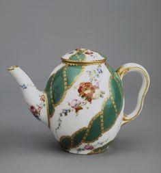 """Title: Teapot Complex: Breakfast Set (déjeuner """"Hébert"""") Place of creation: France Date: 1756 School: Sevres (Vincennes) Material: soft-paste porcelain Dimensions: h. 10,1 cm Inventory Number: ЗФ-19899"""